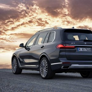 P90326038-the-first-ever-bmw-x7-with-design-pure-excellence-in-arctic-grey-light-alloy-wheels-...jpg